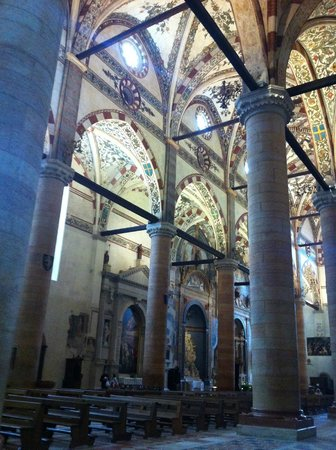 Chiesa di Sant'Anastasia: Sant'Anastasia a Verona, interno