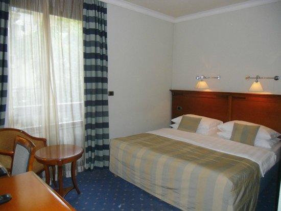 BEST WESTERN PREMIER Hotel Astoria: Bedroom