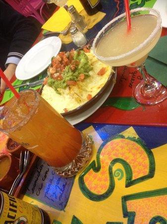 La Mordida: Michelada, nachos y copa de margarita