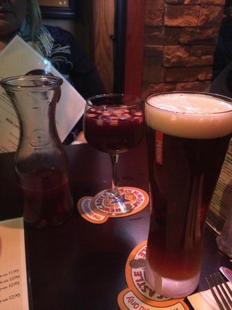 FRATELLI'S  Coal Burning Pizza: Sangria and Shock Top Beer..