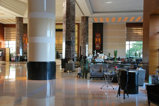Radisson Blu Cebu : The lobby