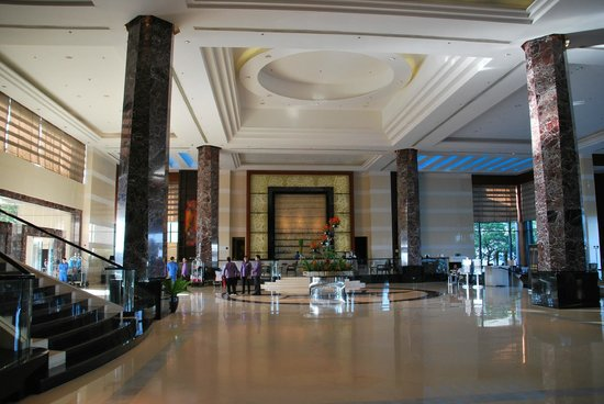 Radisson Blu Cebu: the high ceilings