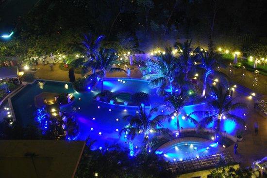 Radisson Blu Cebu : The pool shot