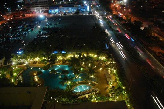 Radisson Blu Cebu : The harbour road front