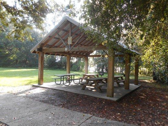 Mandarin Park: Picnic Shelter