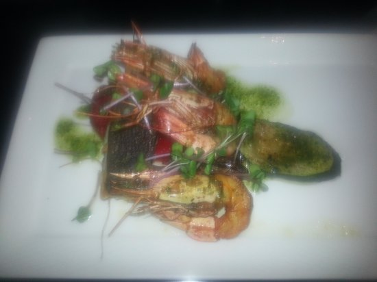 Van der Valk : Grilled cob & prawns w/ veggies as a main