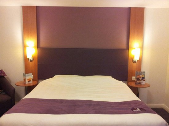 Premier Inn Bristol Cribbs Causeway (M5, J17) Hotel: Family room bed