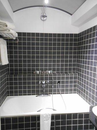 Hotel De Tuilerieen: Bathroom