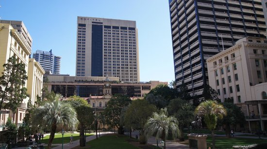 Sofitel Brisbane Central: Hotel from ANZAC Park