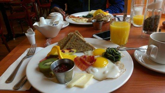 Chateau des Tourelles: breakfast