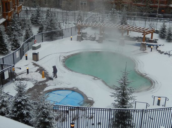 Stoneridge Mountain Resort by CLIQUE: year round pool and hot tub