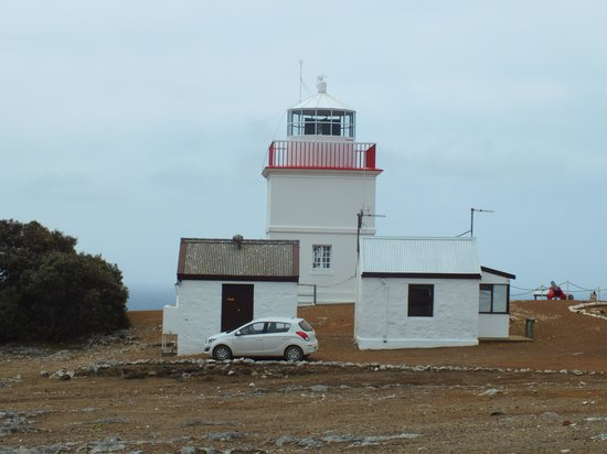 Cape Borda Lighthouse Keepers Heritage Accommodation: It is the hut on the left