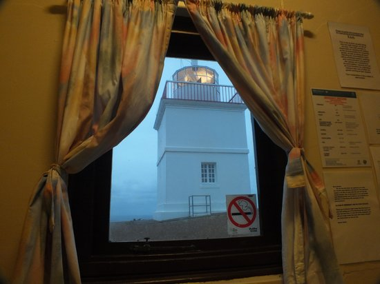 Cape Borda Lighthouse Keepers Heritage Accommodation: The view at dusk