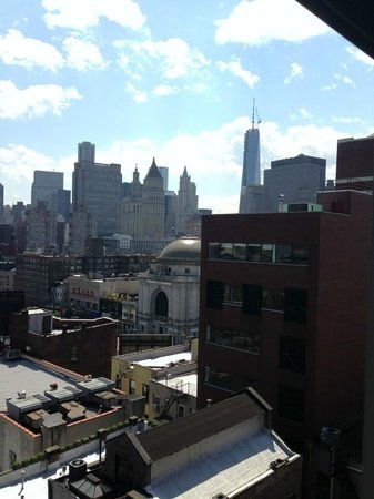Comfort Inn Manhattan Bridge : View looking out at Freedom tower