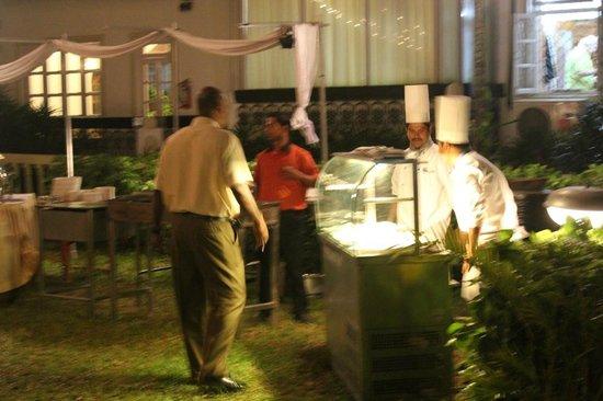 Sonesta Inns: BBQ Night