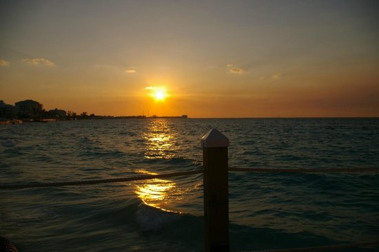 Sandals Royal Bahamian Spa Resort & Offshore Island : A BEAUTIFUL SUNSET