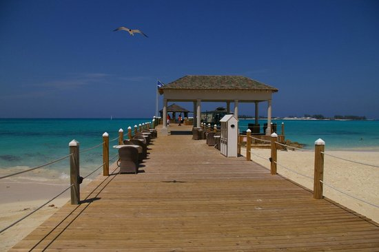 Sandals Royal Bahamian Spa Resort & Offshore Island: PIER AND BEACH
