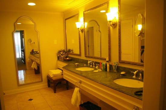Sandals Royal Bahamian Spa Resort & Offshore Island: BATHROOM