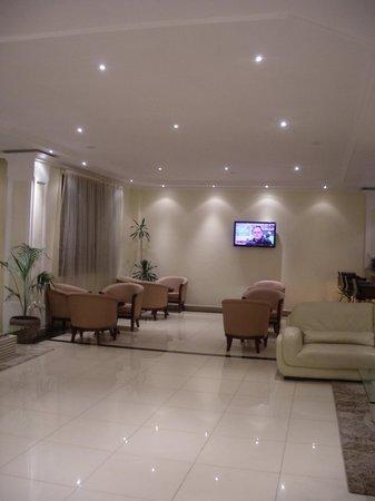 Tizeze Hotel: The lobby