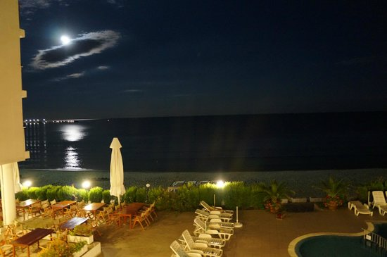 Aphrodite Beach Hotel : Moonrise from room balcony