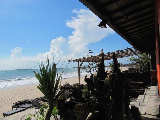 Ramada Bintang Bali Resort: Пляж