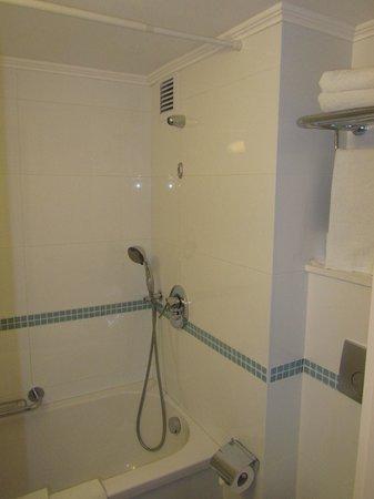 Metropolitan Hotel: Shower