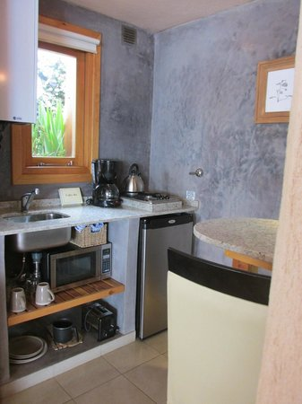 Lirolay Suites : kitchenette