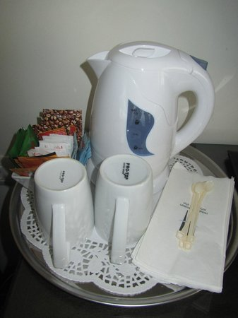 Metropolitan Hotel: Complimentary coffee & tea