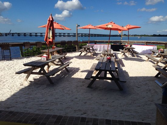 Tarpon Point Grill and Tiki Bar: Seating on the sand