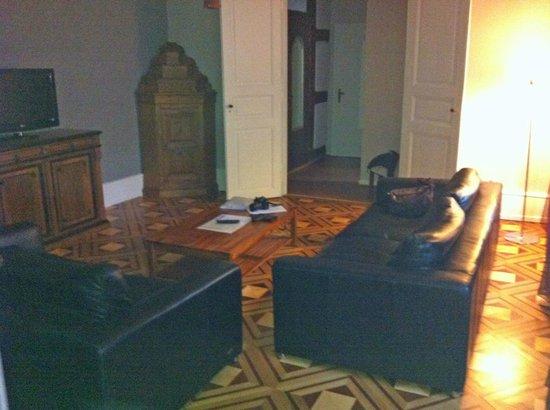 Hotel De La Couronne: Wohnbereich