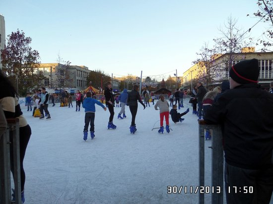 Invicta Hotel: Ice Rink at the Christmas Market