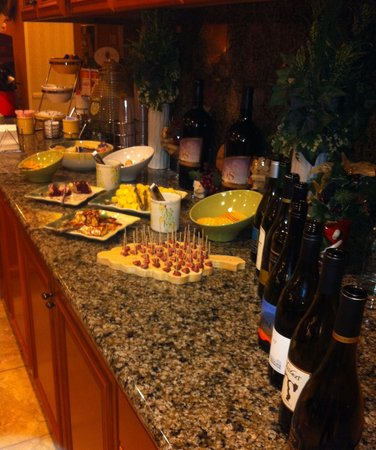 La Quinta Inn & Suites Paso Robles: Complimentary cheeses and wine!