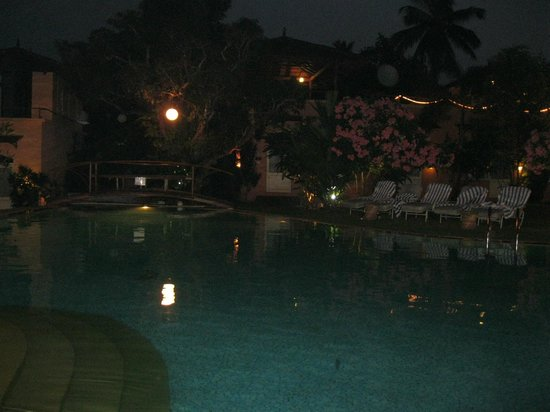 Orritel Village Square: pool view in evening