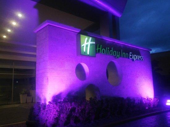 Holiday Inn Express San Pedro Sula: Ingreso al Hotel