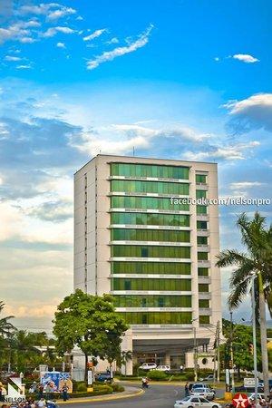 Holiday Inn Express San Pedro Sula: Fachada del Hotel
