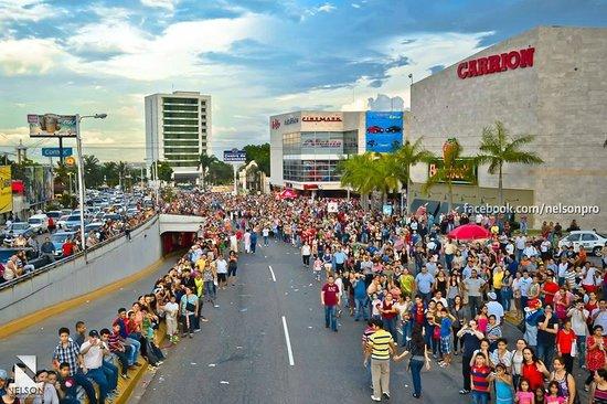Holiday Inn Express San Pedro Sula: Hotel y sus alrededores