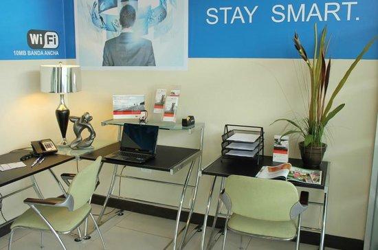 Holiday Inn Express San Pedro Sula: Centro de Negocios