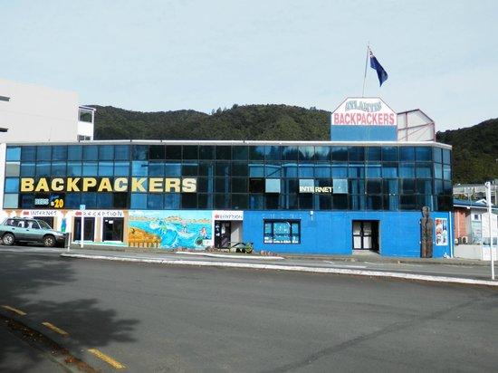 Atlantis Backpackers : it looks like this :)