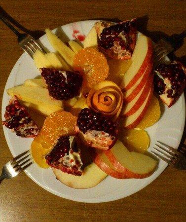 Sirincem Restaurant: Yemekleri ve insanlari kadar meyve ikramları da pek şirince!