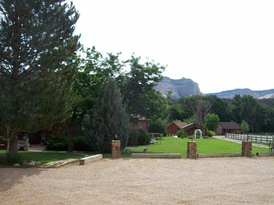 Arrowhead Country Inn & Cabins: Partial view of Arrowhead