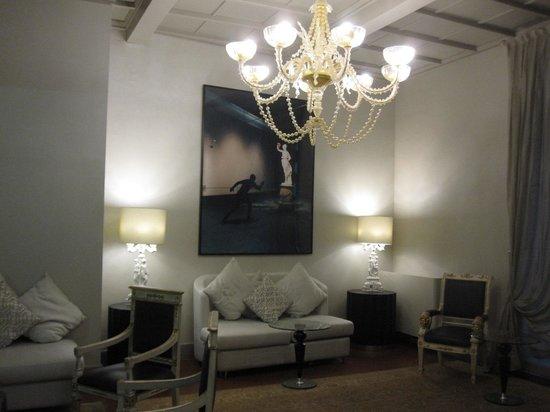 Hotel Brunelleschi: The lobby lounge area