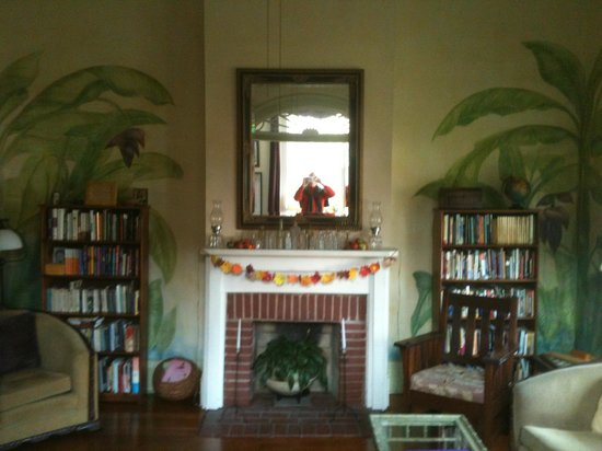 Auld Sweet Olive Bed and Breakfast: Living Room