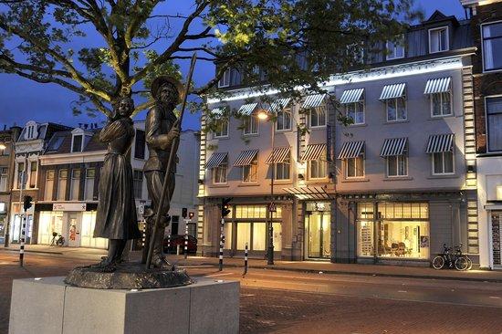 Hotel Lion D'Or: Hotel Facade