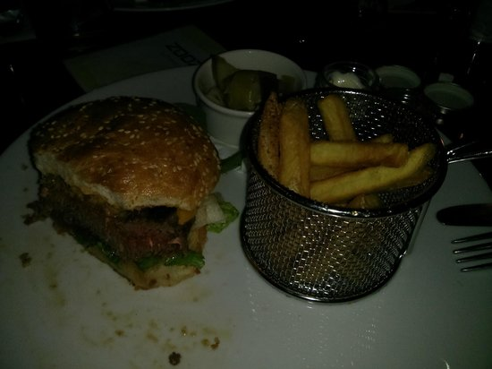 Zoozie'z : Ostrich Burger with fries and salad