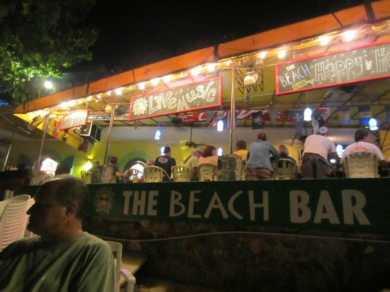 The Beach Bar: Great atmosphere and food!