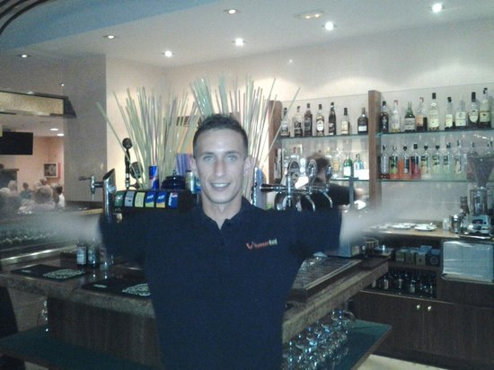 Hotel Stil Picafort Park: Top barman ask hit to show you his mother tatoo on hus shoulder