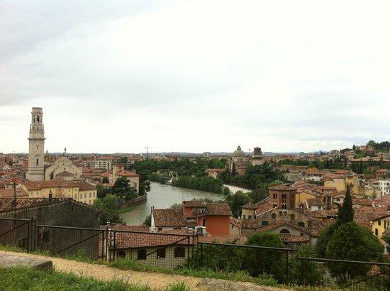 Piazzale Castel San Pietro: Panorama da una stradina per Castel San Pietro