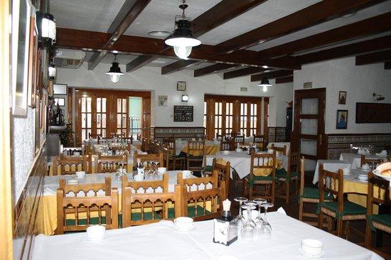 Hogar del Pescador: Nuestro salón listo para los desayunos del 16 de julio, día de la Virgen del Carmen.