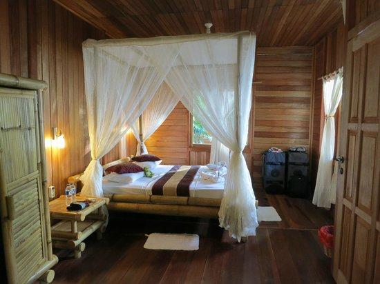 NAD-Lembeh Resort: バンガローは広くて余裕がありました