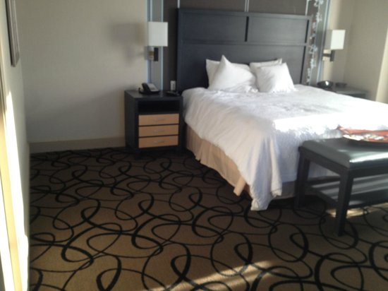 Hampton Inn & Suites Buffalo Downtown: bed